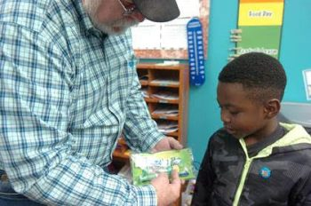 Masonic Lodge hands out dental packets to North Lamar first graders