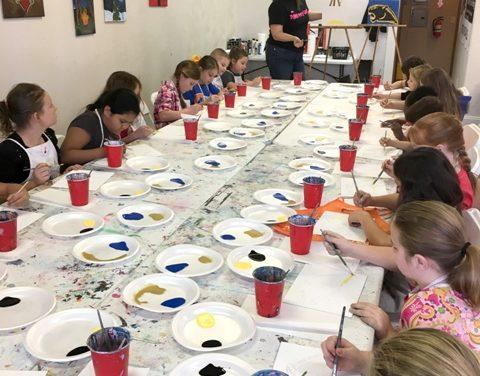 Everett Elementary art group dabbles in painting