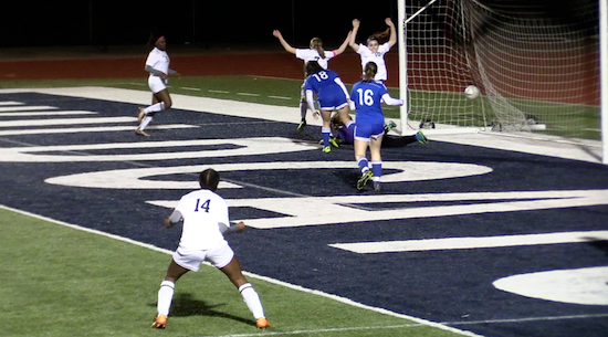 Ladycats Win, Wildcats Lose in Soccer