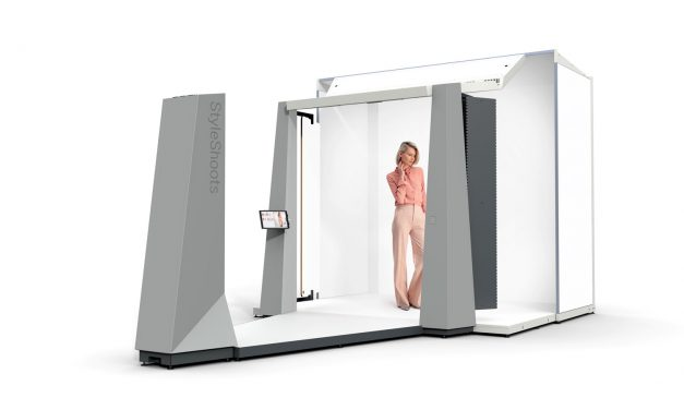 This all-in-one robot photo studio takes selfies to a whole new level