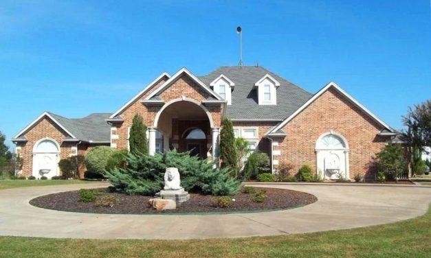 Country estate sitting on 2 acres in Prairiland ISD