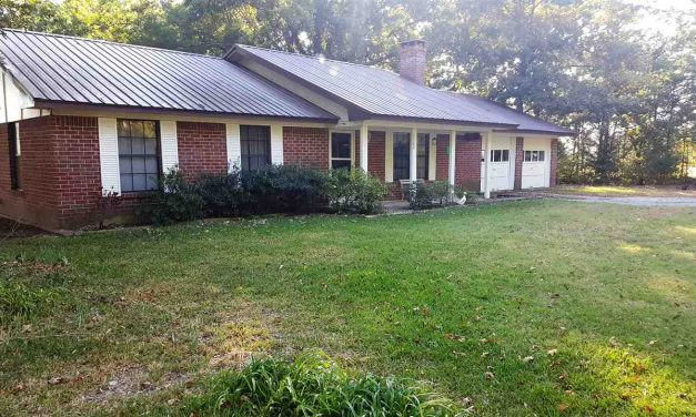 Cozy home for sale in Deport, TX