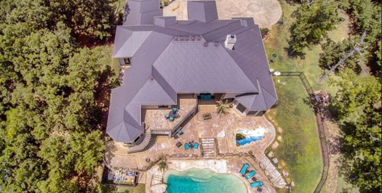 4BR/5B on 7.86 acres – enjoy country living, with a pool