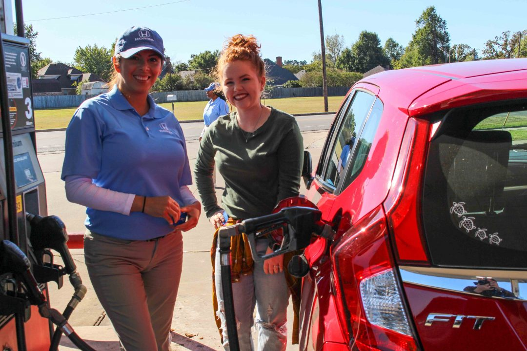 Car Dealerships In Sherman Tx >> Helpful Honda Team visits Paris, TX to give away free gas to Honda drivers