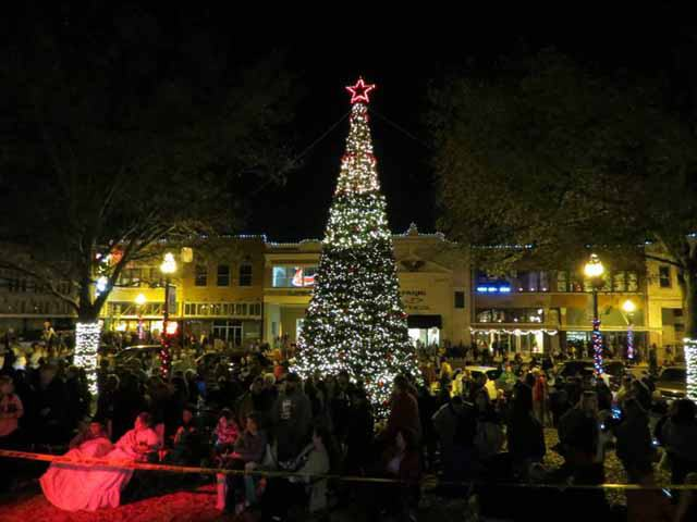 This year's nighttime Christmas parade winners are announced