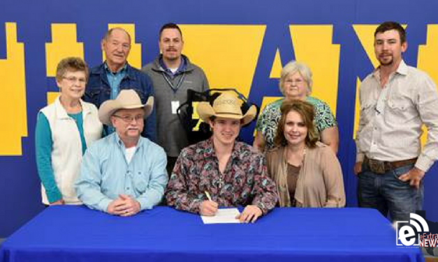North Lamar's Gibson signs to rodeo in college