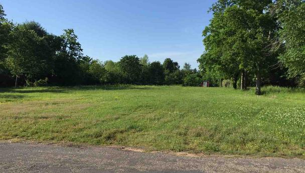 Double lot, nearly 1 acre