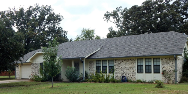 Brick family home for sale in Lamar County