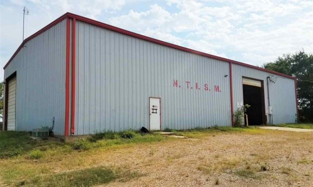 Three bay commercial shop for sale in Paris, Texas