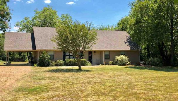 Updated home in Paris, Texas, for sale || $199,500