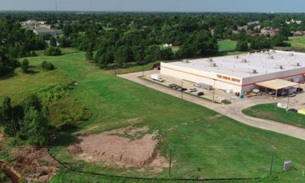 Commercial property on Loop 286 || View listing