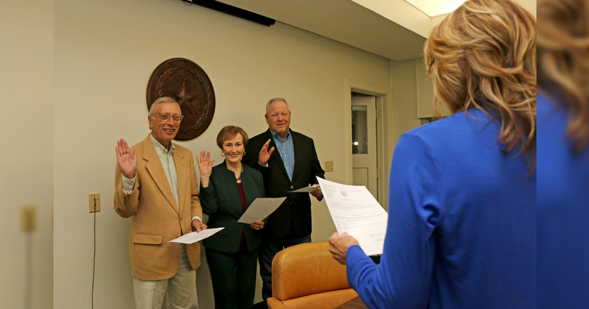 PJC Board of Regents elects officers, recognizes faculty and staff