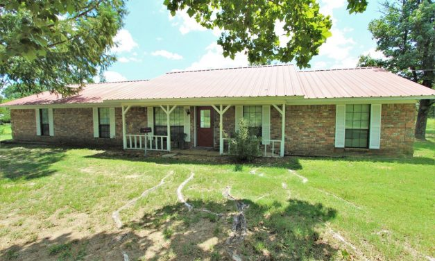 Five bedroom brick country home for sale in Powderly, Texas || $157,500