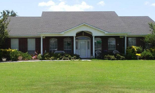 Three bedroom home for sale in Arthur City, Texas || $199,900