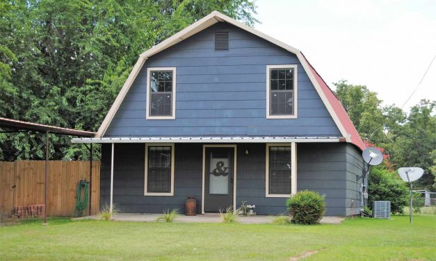 Two bedroom country style home for sale in Paris, Texas || $129,000