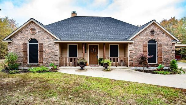 Three bedroom home for sale in Blossom, Texas    $250,000