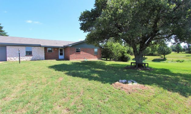 Updated brick home for sale in Paris, Texas || $120,000