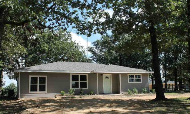 Three bedroom home for sale in Paris, Texas || $149,750