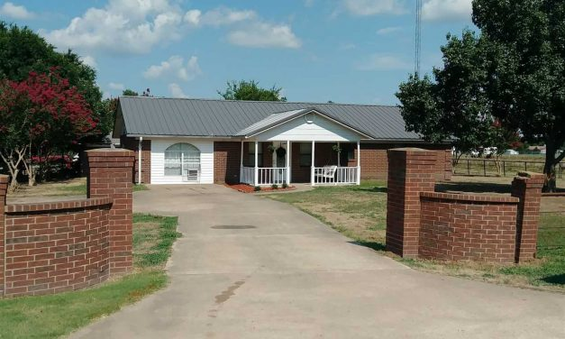 Three bedroom home with acreage for sale in Paris, Texas || $168,000