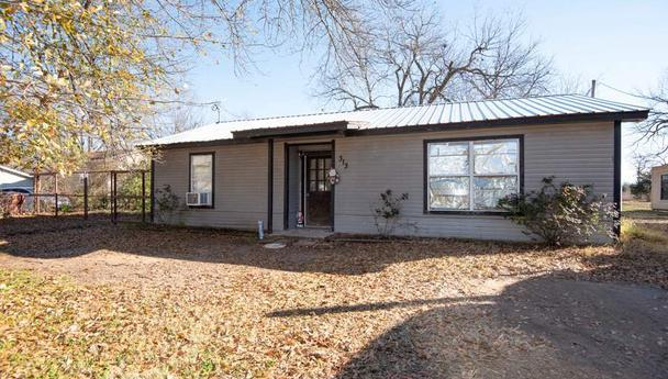 Two bedroom home for sale in Blossom, Texas || $49,900