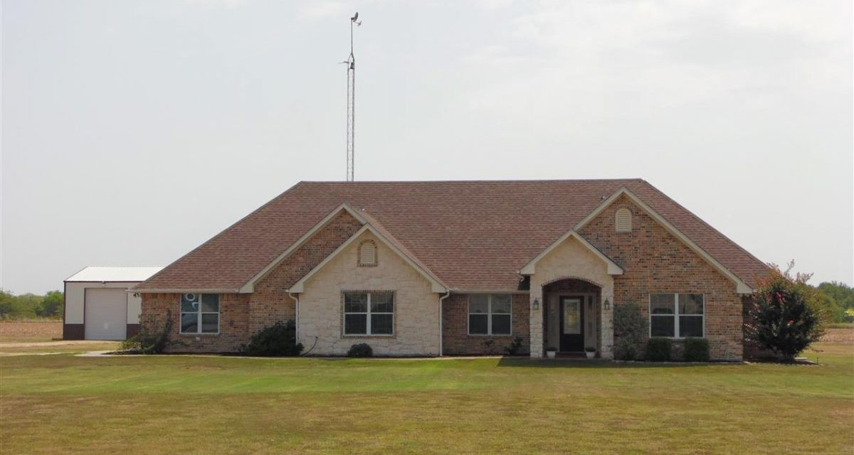 Four bedroom home for sale in Honey Grove, Texas || $369,900