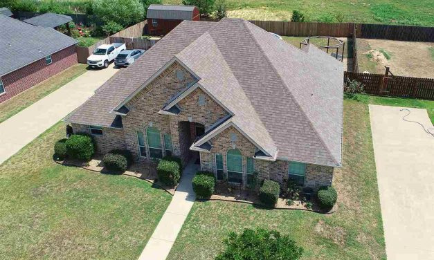 Three bedroom home for sale in Reno, Texas    $213,000