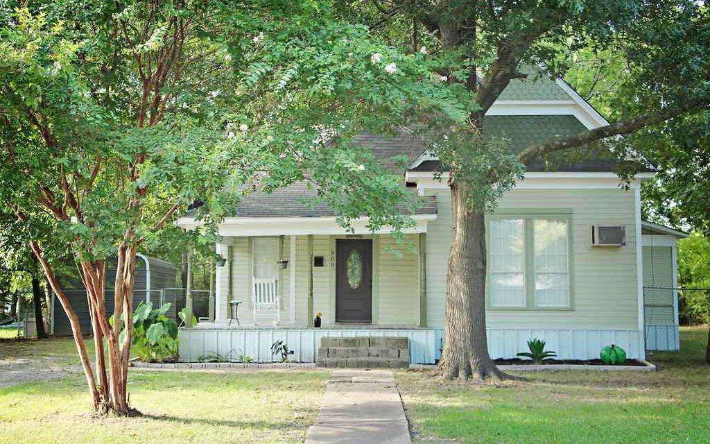 Three bedroom home for sale in Bonham, Texas    $114,500