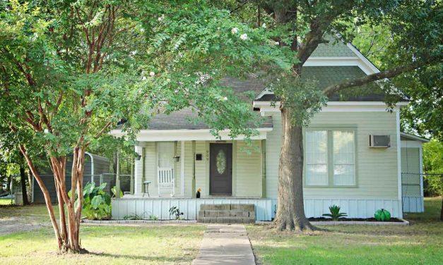 Three bedroom home for sale in Bonham, Texas || $114,500