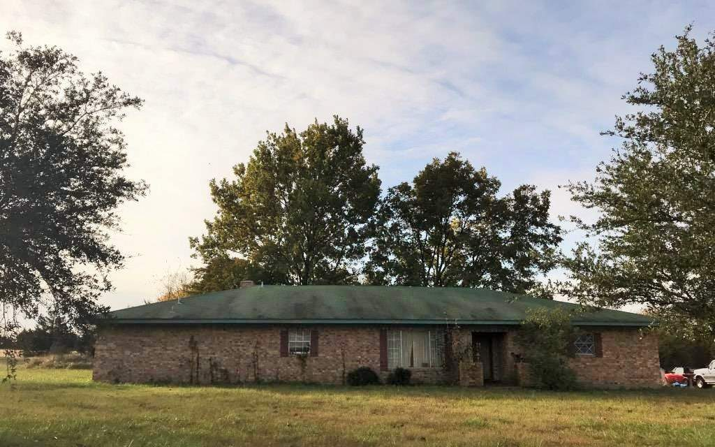 Three bedroom home for sale in Clarksville, Texas || $89,900