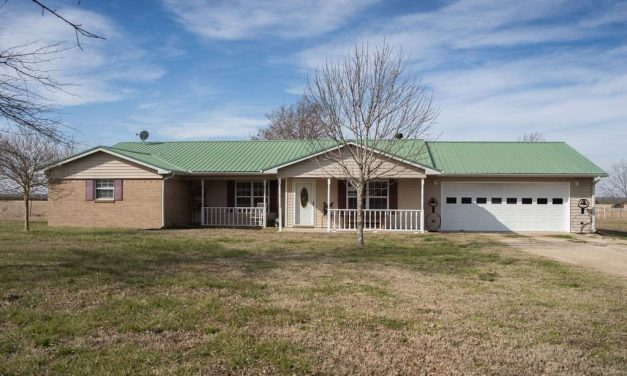Large ranch for sale in Paris, Texas    $935,000