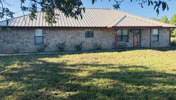 Three bedroom home for sale in Bagwell, Texas || $190,000