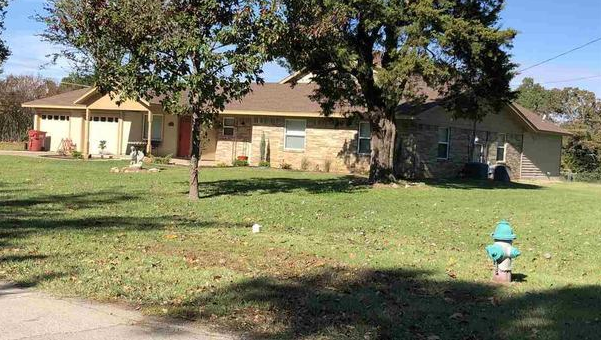 Four bedroom home for sale in Reno, Texas || $248,000