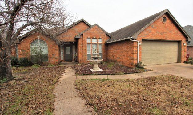 Executive home for sale in Reno, Texas || $212,000