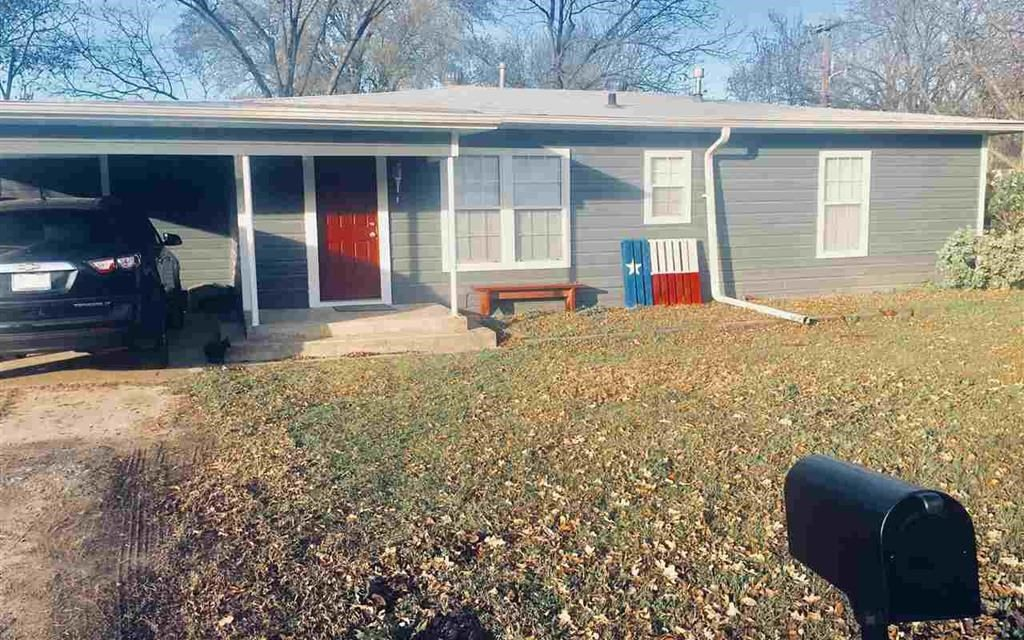 Three bedroom home for sale in Bogota, Texas || $105,000