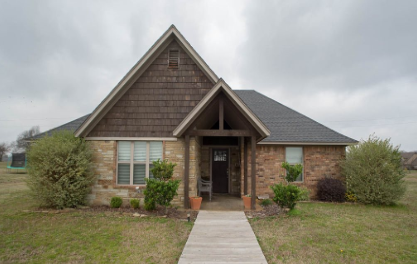 Three bedroom home for sale in Blossom, Texas || $199,000