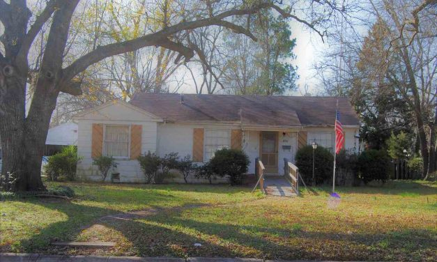 Three bedroom home for sale in Paris, Texas    $60,000