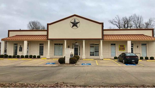 Commercial building for sale in Paris, Texas || $725,000