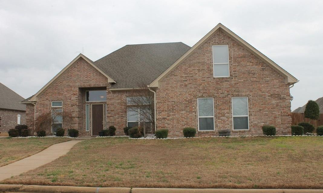 Three bedroom home for sale in Paris, Texas || $249,900