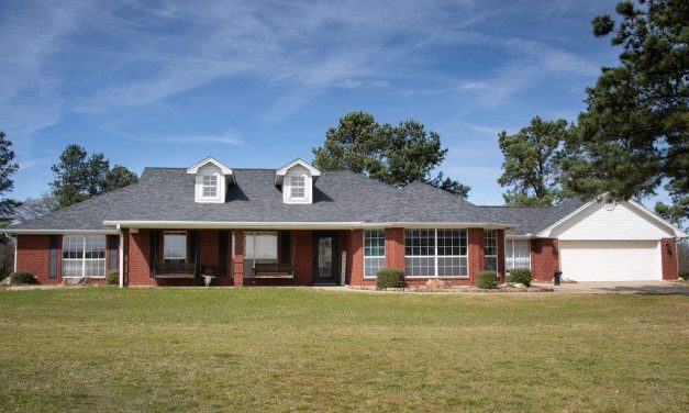 Three bedroom home for sale in Paris, Texas    $239,000