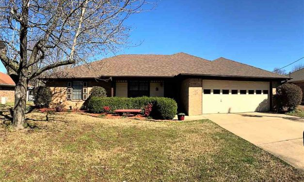 Three bedroom home for sale in Paris, Texas    $159,900