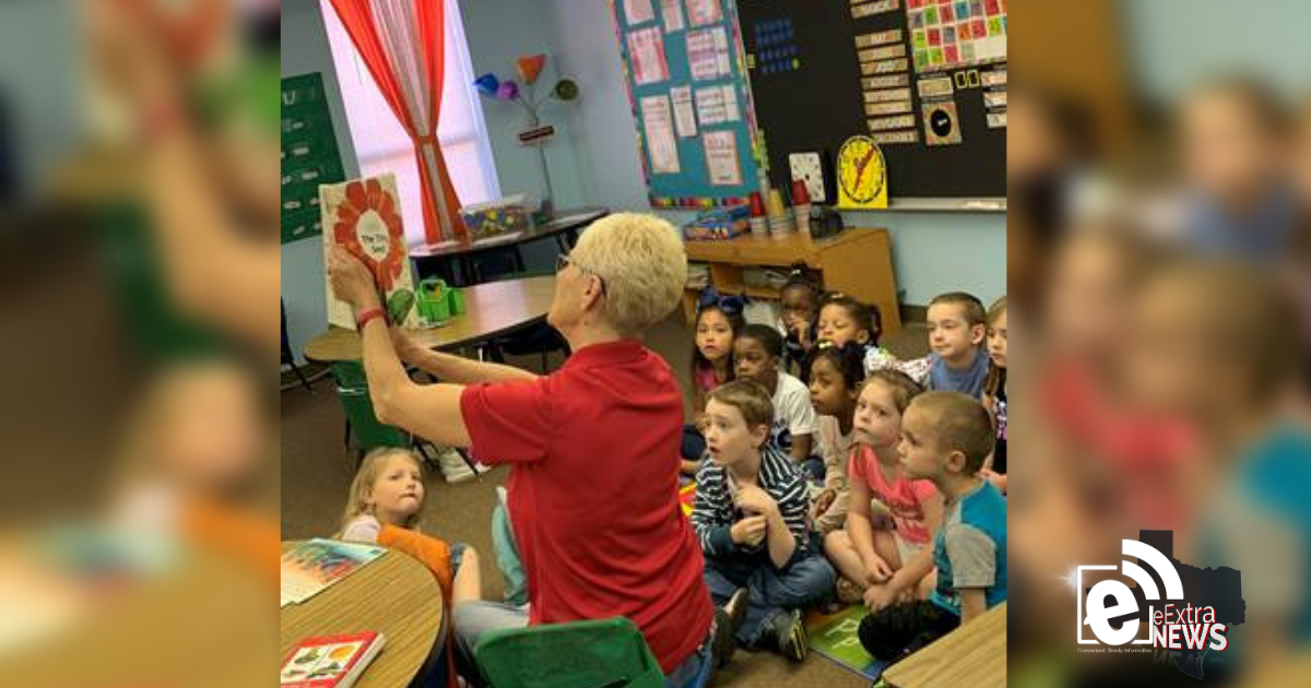 Retired teachers give books to North Lamar students