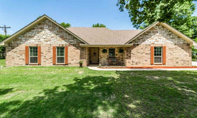 Three bedroom home for sale in Reno, Texas || $175,000