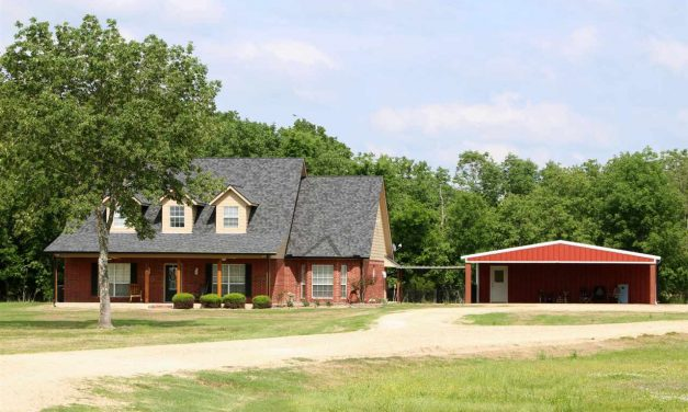 Three bedroom home for sale in Bogata, Texas || $389,000