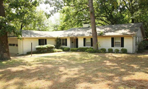 Three bedroom home for sale in Paris, Texas || $172,500