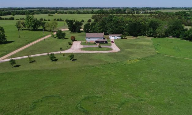 Eight bedroom home with 11 acres for sale in Paris, Texas || $329,500